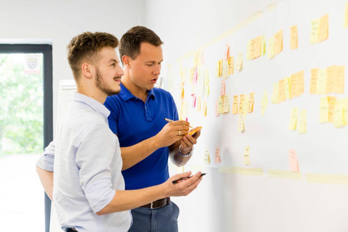 Post-its to szybki i łatwy sposób na współpracę przy pomyśle z bardzo niską barierą wejścia